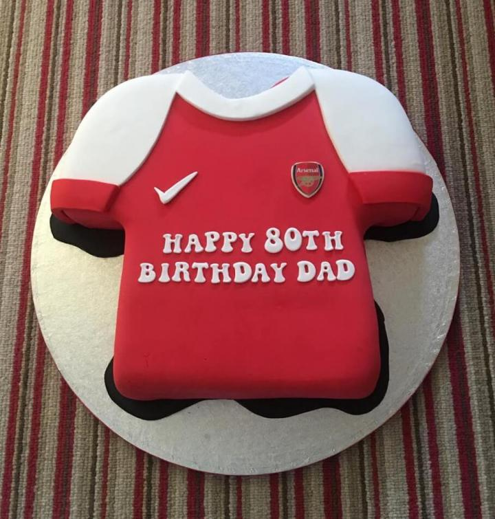 Arsenal T-Shirt Birthday Cake